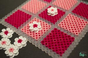 tres en raya hama beads